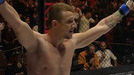 Uf!, 69 sekund a K.O. bylo na světě. Vítězná premiéra Jakuba Štáfka v MMA.