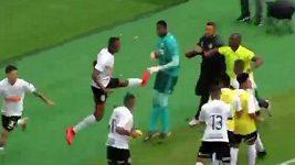 Skandální napadení gólmana v brazilské mládežnické lize