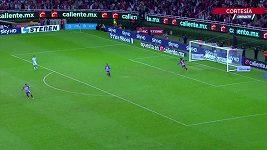 Brankář Guadalajary trefil gól přes celé hřiště