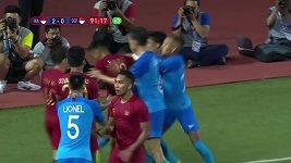 Provokace vyústila v hromadnou strkanici fotbalistů