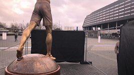 Vandalové opět poničili v Malmö Ibrahimovicovu sochu