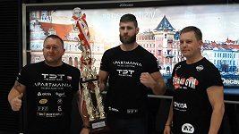 Zápasník MMA Jiří Procházka, král polotěžké váhy japonské organizace Rizin, je doma