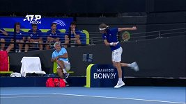 Řecký tenista Tsitsipas zranil raketou vlastního otce