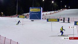 Argentinský lyžař se málem střetl s asistentem u trati