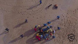 Surfař se zranil v obřích vlnách u Nazaré