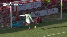 Fotbalista Odsonne Edouard neproměnil obrovskou šanci.
