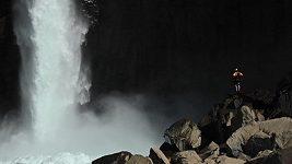 Kajakář sjel 40 metrů vysoký vodopád v Chile
