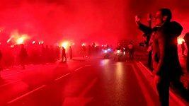 Fanoušci Atlétika Madrid vytvořili hráčům bouřlivou kulisu už při příjezdu na stadion.