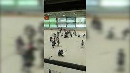 Hromadná bitka jedenáctiletých hokejistů v Rusku