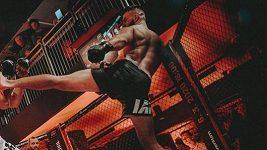 Kamarádi z jednoho MMA gymu si to rozdají v kleci. Musí to být šílené na psychiku, říká promotér