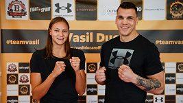 Boxer Vasil Ducár se chystá na Rusa. Štěstí mu přišla popřát i plavkyně Barbora Seemanová