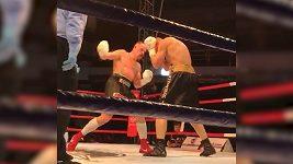 Bitva v posledním kole. Boxer Vasil Ducár nakonec v Kazani s Alexejem Jegorovem prohrál