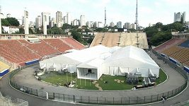 Na dvou nejznámějších fotbalových stadionech v Brazílii vznikají provizorní nemocnice.