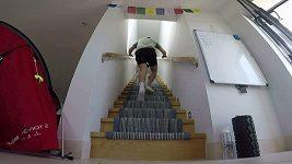 Kvadruplegik, bývalý hráč rugby, vystoupal u rodičů po schodech do výšky Everestu