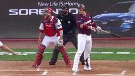 Baseballista na pálce měl obrovskou smůlu