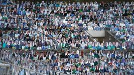 Fotbalisté Borussie Mönchengladbach trénují před kartonovými fanoušky