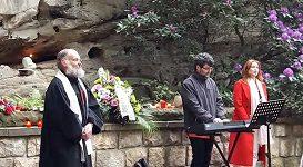 Husitský kněz Aleš Jaluška při mši za české horolezce, kteří přesně před 50 lety zahynuli pod Huascaránem