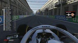 Russell potřetí v řadě ovládl virtuální F1