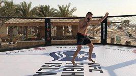 Jiří Procházka si poprvé vyzkoušel UFC klec v Abú Zabí