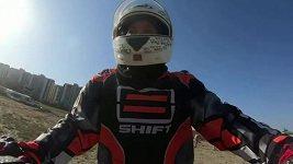 16letá Afghánka se v Kábulu věnuje motocrossu