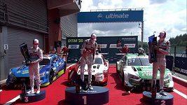 Závodník slavil výhru a rozbil u toho trofej pro vítěze