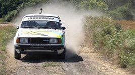 Trénink na Dakar v historické Škodovce 130 LR. Ondřej Klymčiw se chystá na svůj comeback