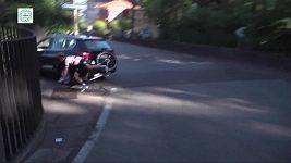 Cyklista Max Schachmann narazil do auta