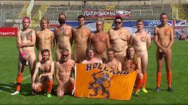 Na protest proti FIFA odehráli hráči Německa a Nizozemska fotbalový zápas nazí