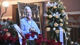 Poslední rozloučení s trenérem Milošem Říhou starším proběhlo v Pardubicích.