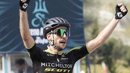 Simon Yates po vítězství v páté etapě vede Tirreno-Adriatico