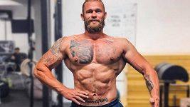Strongman Jiří Tkadlčík se dal na kulturistiku. Podívejte se, jak mu jde pózování