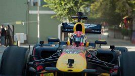Piloti F1 Albon a Gasly provětrali své formule v ulicích Istanbulu