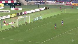 Brankář Jokohamy si dal bizarní vlastní gól o svého spoluhráče