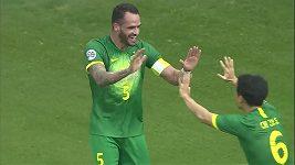 Brazilský fotbalista Augusto předvedl nádherné akrobatické zakončení