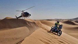 Motocyklisté Martin Michek a Milan Engel na trati 3. etapy Rallye Dakar