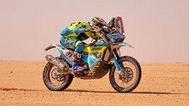 Byl to mazec. Martin Michek ve čtvrté etapě Dakaru nabral kámen a letěl desítky metrů