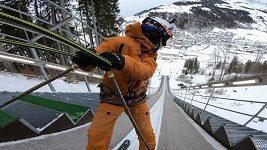 Freestylový lyžař Bösch předvedl dvojité salto na skokanském můstku
