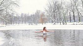 V mínus devíti do ledové vody. Pro zápasnici Adélu Hanzlíčkovou žádný problém