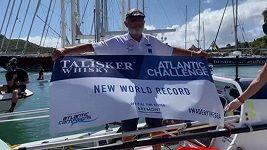 Frank Rothwell ve svých 70 letech sám převesloval Atlantik