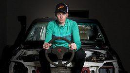 Ollie Roučková se chystá potřetí na Dakar, ve třetí kategorii. V autě