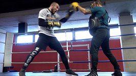Podívejte se na přípravu Václava Pejsara před zápasem s Alexejem Papinem. Český boxer podlehl Rusovi v prvním kole