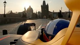Formule Red Bullu na Karlově mostě