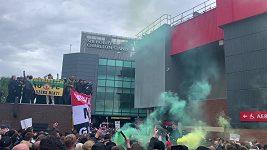 Fanoušci Manchesteru United protestují proti majitelům klubu.