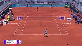Sestřih čtvrtfinálového zápasu Kvitové s Bartyovou