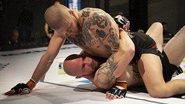 Soupeři nedal šanci! Četař Dominik Humburger byl na zápas MMA uvolněn z vojenského kurzu
