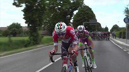 Caleb Ewan vyhrál pátou etapu Gira. Její závěr přinesl i těžké pády