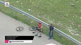 Slovinec Matej Mohorič měl hrozivý pád v deváté etapě Gira