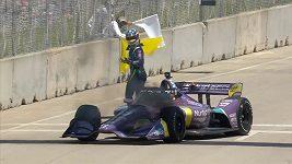 Francouzský pilot Grosjean hasil formuli v závodě IndyCar