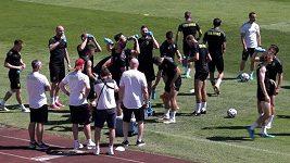 Čeští fotbalisté trénovali před Chorvatskem ve velkém vedru