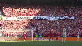 Podpora pro Christiana Eriksena během zápasu Belgie s Dánskem
